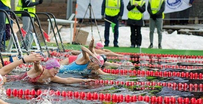 Петрозаводск встречает участников чемпионата России по зимнему плаванию.